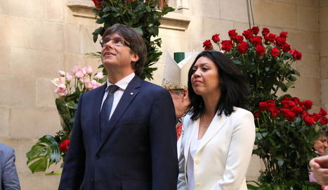Puigdemont diu que les armes de Catalunya són les roses i el llibre
