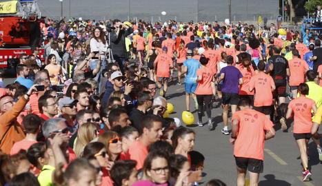 El punt de sortida i la línia de meta per als 2.400 corredors es van ubicar davant del Pavelló 3 dels Camps Elisis de Lleida.