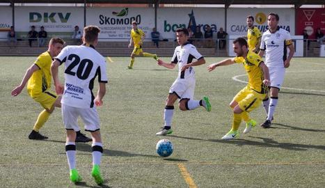 El líder es va imposar a Guissona amb un gol de Del Moral i manté les distàncies amb els perseguidors.