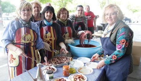 L'alcalde Àngel Ros i diversos regidors es van atansar a la Festa do Pulpo.