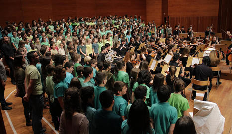 El cor infantil i l'orquestra, en l'homenatge d'ahir a Enric Granados.