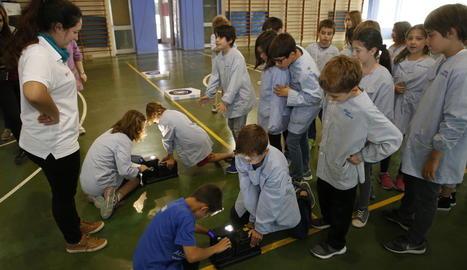 Alumnes del col·legi Espiga, ahir en un dels tallers sobre energia organitzats per Endesa.