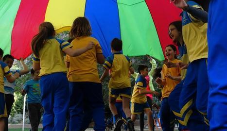 El col·legi Episcopal va participar amb jocs i exercicis entre els més petits.