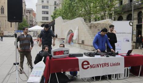 L'estand del Col·legi d'Enginyers a la plaça Sant Joan.