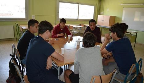 Un dels grups de treball, dimarts, a l'institut.