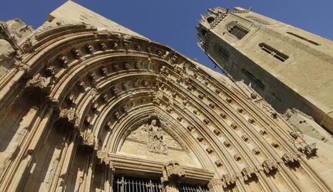 La Porta dels Apòstols i el campanar de la Seu Vella són dos de les obres que s'emprendran.