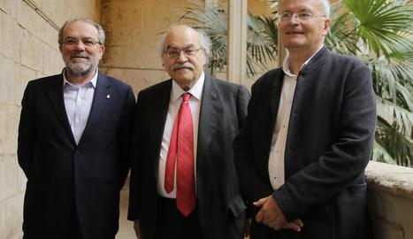 Mas-Colell, ahir amb el president de la Diputació, Joan Reñé, i Josep M. Solé i Sabaté.