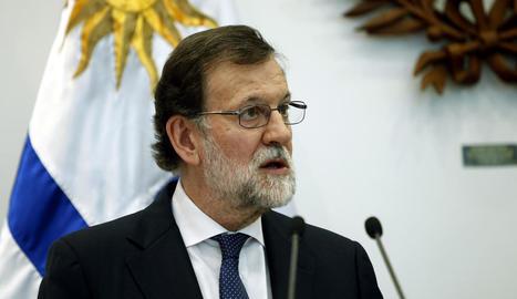 Rajoy va parlar ahir, des de Montevideo, per primera vegada dels casos de corrupció que sotgen el PP.