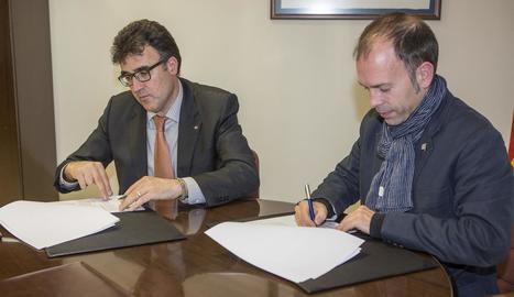 Lluís Salvadó i Xavier Casoliva, durant la firma del conveni ahir.