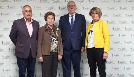 A l'esquerra, el president de l'AECC Lleida, Eduardo Serrano.