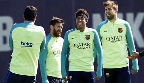 Suárez, Messi, Neymar i Piqué, ahir, durant l'entrenament del FC Barcelona.