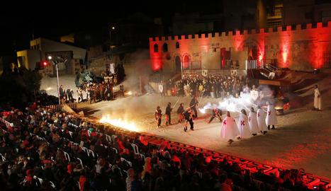Un moment de la recreació de la llegenda de Sant Jordi i el drac, ahir a Puigverd de Lleida.