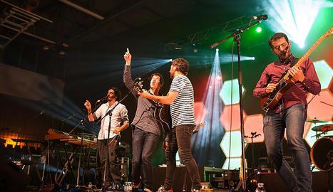 Un moment del concert d'Els Amics de les Arts dissabte a la nit a Torrefarrera.