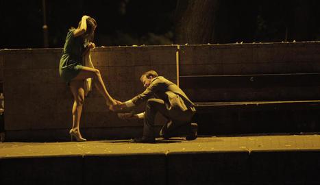 Una escena d''Els ocells' a 'Darrere la benzinera', de Bayona.