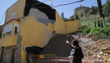 El talús provisional de terra que va instal·lar l'ajuntament.