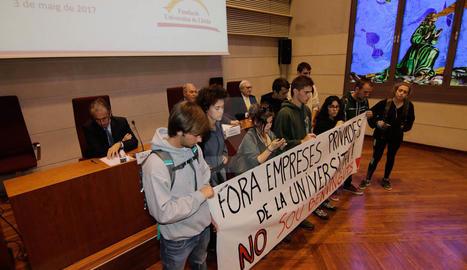 Imatges del boicot de 8 estudiants a un acte de la UdL