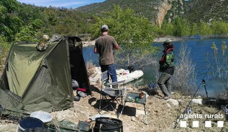 El pescador denunciat per acampada il·legal a Santa Anna.