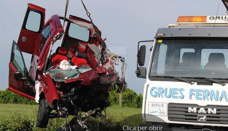 Ferit greu en un accident entre una furgoneta i un camió a l'N-II a Castellnou de Seana