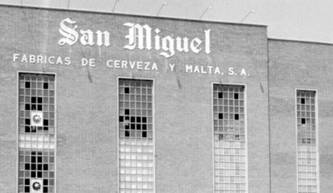 extreballadors. Lluís Marco, Julián Trinidad, Sebastián Justicia i Ramon Martí brindant amb San Miguel el dia del retrobament.