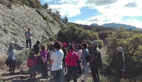 Alguns dels participants durant la visita a Isona.