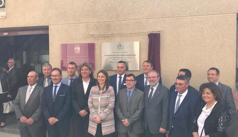 Meritxell Serret, Josep Segura i Joan Reñé, presidents de la cooperativa i la Diputació, entre d'altres.
