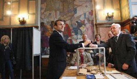 La participació en França al migdia baixa més de dos punts respecte a 2012
