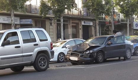 L'accident que ha tingut lloc aquest dilluns a la Rambla d'Aragó de Lleida.