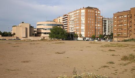 Vista del solar al costat del carrer Alcalde Pujol, on està previst el futur Parc de les Arts de Lleida.