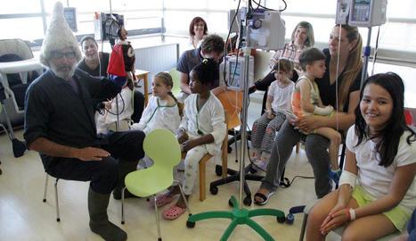 Espectacle de titelles, ahir a la planta de Pediatria de l'hospital Arnau de Vilanova de Lleida.