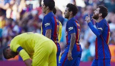 Leo Messi celebra un dels seus dos gols dissabte davant del Vila-real.
