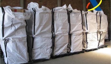 Els sacs on s'amagava el tabac de contraban.