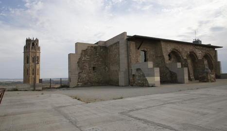 Vista de l'esplanada ubicada al costat del castell de la Suda, al turó de la Seu Vella.