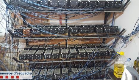 La instal·lació estava connectada il·legalment a la xarxa elèctrica.