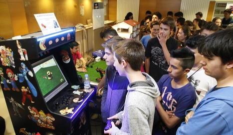 Les desenes de projectes d'alumnes de Secundària i FP van atraure l'atenció dels estudiants ahir al campus de Cappont.