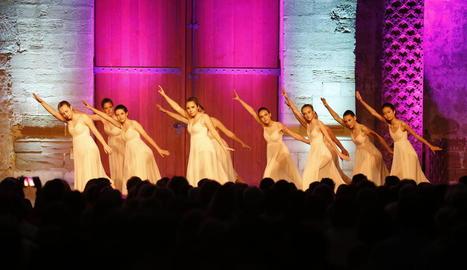 Un moment de l'espectacle de La Dansa Estudi que va tenir lloc ahir a la Seu Vella de Lleida.