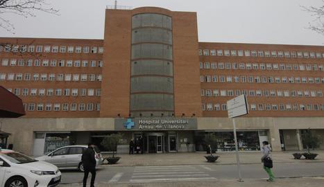 La façana de l'hospital Arnau de Vilanova.