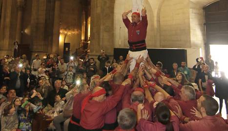 L'ofrena dels Castellers de Lleida al patró de la ciutat.