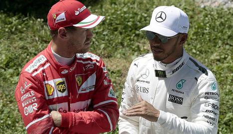 Vettel i Hamiton conversen després de firmar les dos primeres posicions a Montmeló.