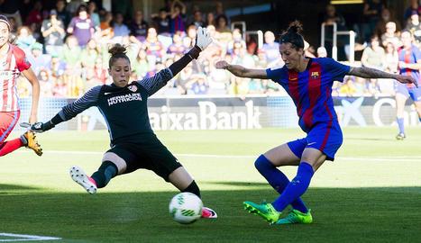 Luis Enrique, tècnic del Barça, donant instruccions durant l'entrenament d'ahir a la Ciutat Esportiva.