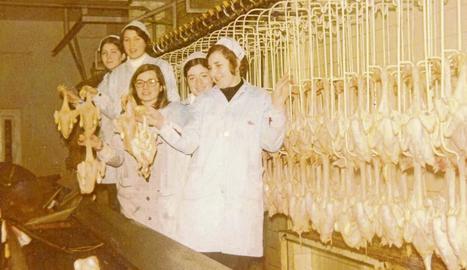 Més de noranta dones van anar ahir al sopar de retrobament al Bowling de Lleida, on es van reunir després de dècades sense veure's.