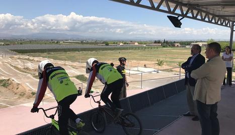 Reñé visita el renovat circuit de Vila-sana