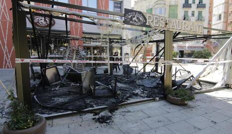 La terrassa del restaurant es va cremar per complet en un incendi provocat.