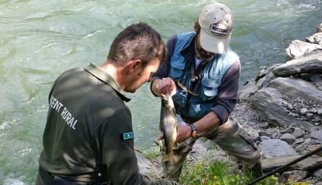 Pescador multat pels rurals