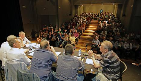 Un moment de l'última assemblea de la Fecoll abans de l'Aplec, que es va celebrar ahir a la nit.