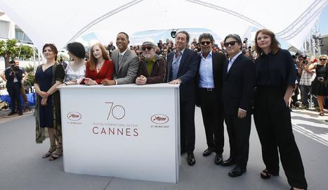 Jurat del Festival de Cinema de Canes, amb Almodóvar al centre.