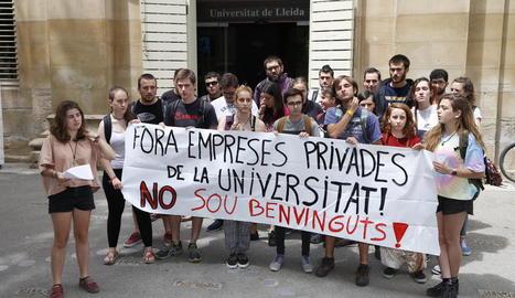 Una trentena d'estudiants es van concentrar ahir.