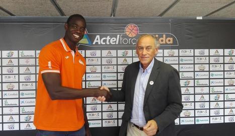 Mbaye i Félix González van segellar ahir l'acord.