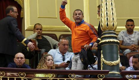 Els estibadors van protestar ahir al congrés després de l'aprovació de la reforma.