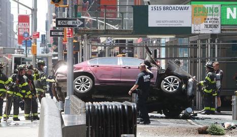 Imatge del vehicle sinistrat en ple Times Square de Nova York.