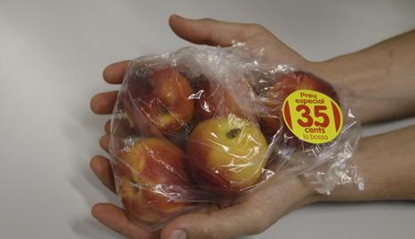 La bossa amb nectarines a 35 cèntims d'euro.